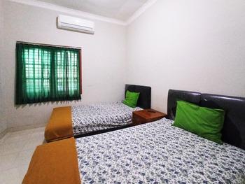 OYO 3761 Djayatama Guest House Syariah Bandar Lampung - Standard Twin Room Promotion