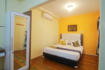 SPOT ON 1587 Graha Homestay Payakumbuh - Deluxe Double Room Regular Plan
