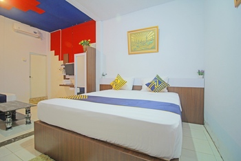SPOT ON 1587 Graha Homestay Payakumbuh - Deluxe Family Room Regular Plan