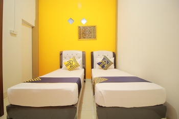 SPOT ON 1587 Graha Homestay Payakumbuh - Standard Twin Room Regular Plan