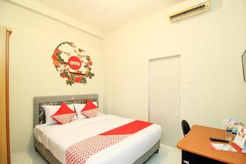 OYO 397 Daily Guest House Deli Serdang - Deluxe Double Room Last Minute