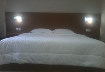 Clover Guest House Mimika - Deluxe Room Only Regular Plan