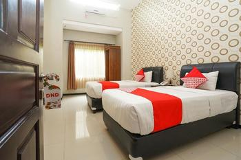 OYO 282 Putri Utari Guest House Malang - Deluxe Twin Room Regular Plan