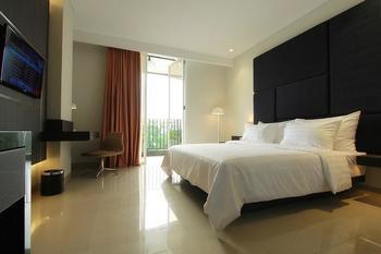 Hotel Grandia Bandung - Deluxe Tempat Tidur Double dengan balkon-SMOKING MIN STAY