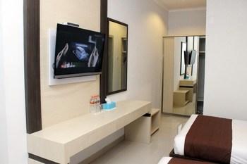 Dinasty Smart Hotel Solo - Superior Twin Room KETUPAT