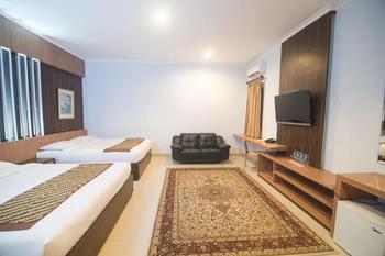 Dinasty Smart Hotel Solo - Executive Suite Room 2 Bed KETUPAT