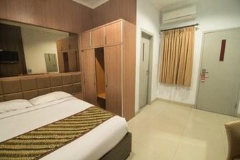 Dinasty Smart Hotel Solo - Deluxe Room KETUPAT