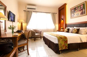 Griya Sentana Malioboro Hotel Yogyakarta - Deluxe Double Room Only Special Deals