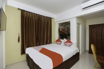 OYO 781 erga family residence Surabaya - Standard Double Room Regular Plan