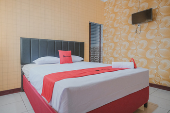 RedDoorz Plus near Istana Maimun Medan Medan - RedDoorz Room with Breakfast Regular Plan