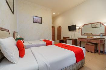 RedDoorz near Transmart Pangkal Pinang Pangkalpinang - RedDoorz Premium Twin Room Basic Deal