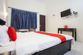 RedDoorz Syariah near Alun Alun Bangil Pasuruan - RedDoorz Room Basic Deal