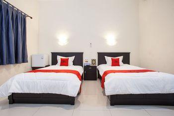 RedDoorz Syariah near Alun Alun Bangil Pasuruan - RedDoorz Twin Room Basic Deal
