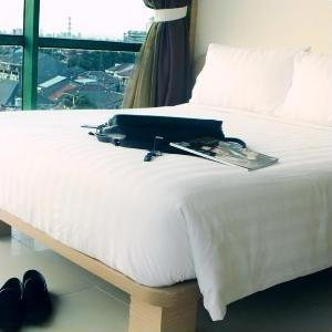 Business Hotel Jakarta - Business Double Room with Breakfast Cheap Deals