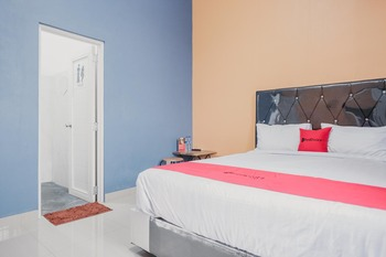 RedDoorz Plus near Gatot Subroto Lampung 3 Bandar Lampung - RedDoorz Room with Breakfast Basic Deal