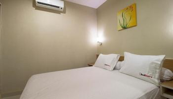 RedDoorz near Senopati Jakarta - Reddoorz Room Special Promo Gajian!