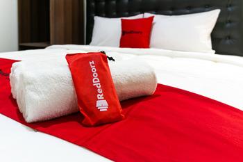 RedDoorz @ Urip Sumoharjo Solo Solo - RedDoorz Room Regular Plan