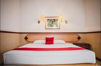 RedDoorz Plus @ Suryakencana Kota Sukabumi Sukabumi - RedDoorz Deluxe Room 24 hours deal