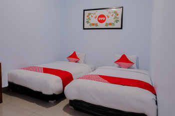OYO 1109 Bing Jaya Guest House Malang - Standard Twin Room Regular Plan