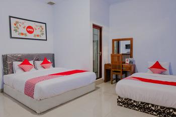 OYO 1109 Bing Jaya Guest House Malang - Triple Suite  Regular Plan