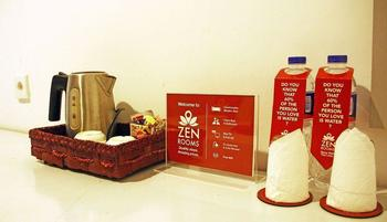 ZEN Rooms Cibaduyut Bandung - Double Room Regular Plan