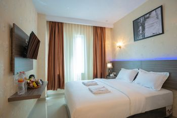 Glamour Hotel and Spa Medan - Deluxe Queen Room - Non Refundable with Breakfast for 1 Special Deal