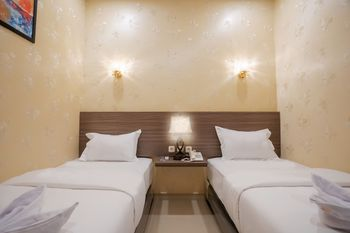 Glamour Hotel and Spa Medan - Deluxe Twin Room - Non Refundable with Breakfast for 1 Special Deal