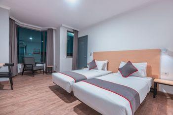 OYO Town House 2 Hotel Gunung Sahari Jakarta - Deluxe Twin Room Regular Plan