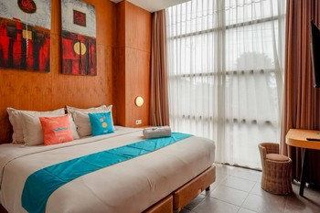 Sans Hotel Ekkon Yogyakarta Yogyakarta - Deluxe Room KETUPAT
