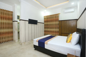 OYO 2268 Tim-tim Homestay Yogyakarta - Deluxe Double Room Regular Plan