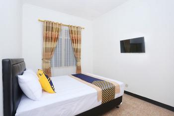 OYO 2268 Tim-tim Homestay Yogyakarta - Saver Double Room Regular Plan