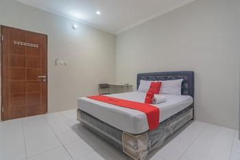RedDoorz Plus @ Bukit Cinta Street Balikpapan - RedDoorz Room Last Minute