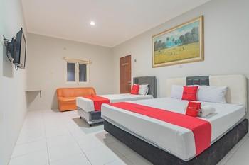 RedDoorz Plus @ Bukit Cinta Street Balikpapan - RedDoorz Family Room Long Stays 3D2N