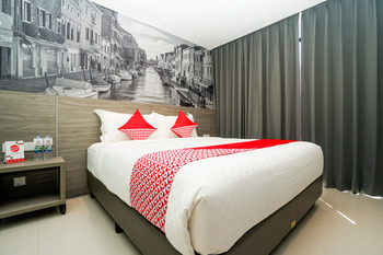 Collection O 11 Life Style Surabaya Surabaya - Deluxe Double Room Regular Plan
