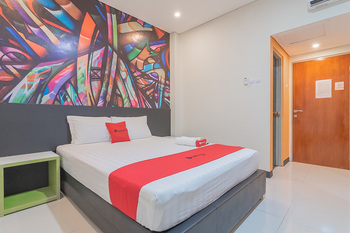 RedDoorz @ Rajawali KM 5 Palangka Raya - RedDoorz Room with Breakfast Basic Deal