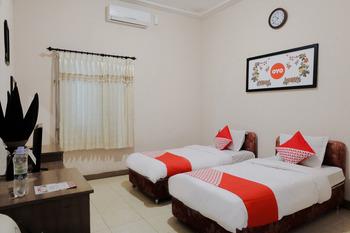 OYO 563 Damar Mas Resort Lereng Kelud Kediri -  Standard Twin Room Regular Plan