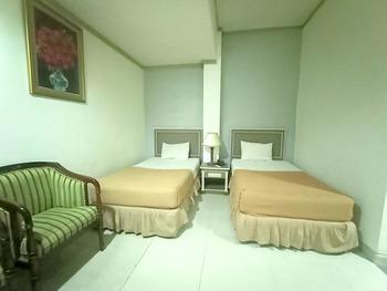 OYO 3031 Hotel Regenerasi Banjarmasin - Suite Twin Room Regular Plan