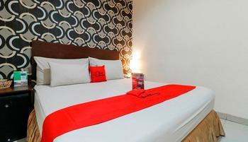 RedDoorz @ Jalan Gunung Merapi Makassar - RedDoorz Room Last Minute Deal