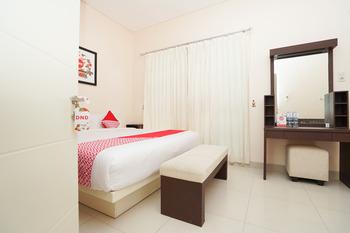 OYO 782 Semampir Residence At Citraland Surabaya - Deluxe Double Room Regular Plan