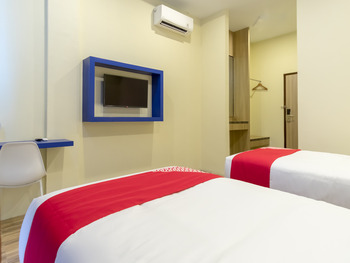 OYO 727 Merlion Hotel Medan - Standard Twin Room Regular Plan
