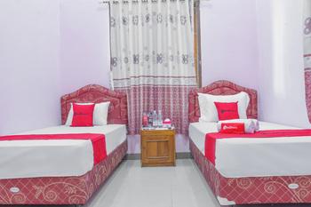 RedDoorz Syariah @ Puri Kalijaga Street Cirebon - RedDoorz Twin Room with Breakfast KETUPAT