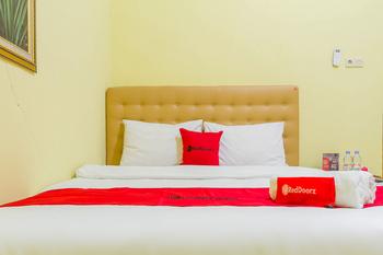 RedDoorz Syariah @ Puri Kalijaga Street Cirebon - RedDoorz Room with Breakfast Kurma Deal