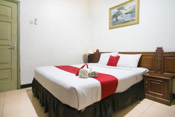 RedDoorz near Pantai Falajawa Ternate Ternate - RedDoorz Room Basic Deals