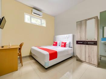 OYO 3972 Simega Residence Cirebon - Deluxe Double Room Big Deals