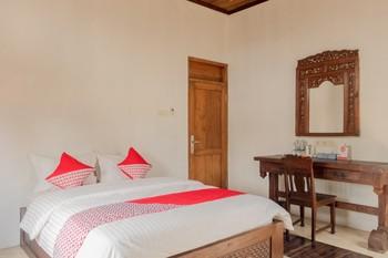 OYO 593 Kalaras Hotel & Cottage Pangandaran -  Deluxe Double Room Regular Plan