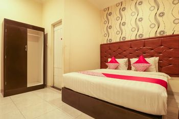 OYO 1117 New Garuda Hotel Bali - Deluxe Double Room Regular Plan
