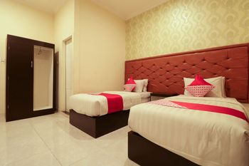 OYO 1117 New Garuda Hotel Bali - Deluxe Twin Room Regular Plan