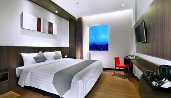 NEO Dipatiukur Bandung - Superior Room with Breakfast Regular Plan