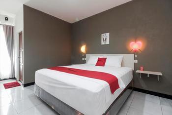 RedDoorz near Bundaran Garuda Palangkaraya - RedDoorz Room Regular Plan
