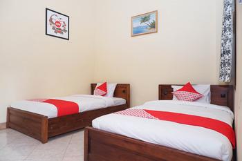 OYO 405 Wisma Yosoputro Yogyakarta -  Standard Twin Room Regular Plan